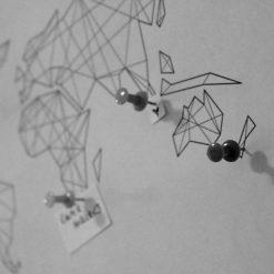 cica_v_kleci_plakat_geo_abst_mapa_17_1_SQ